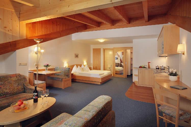 Ferienwohnung Algund 2 Schlafzimmer | Pension Paradies Algund Suiten Ferienwohnungen Schwimmbad