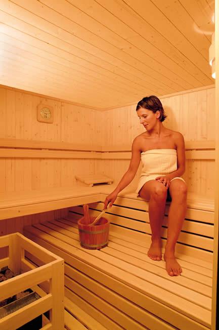 pension paradies algund schwimmbad hallenbad badewelt wellness erholung s dtirol. Black Bedroom Furniture Sets. Home Design Ideas